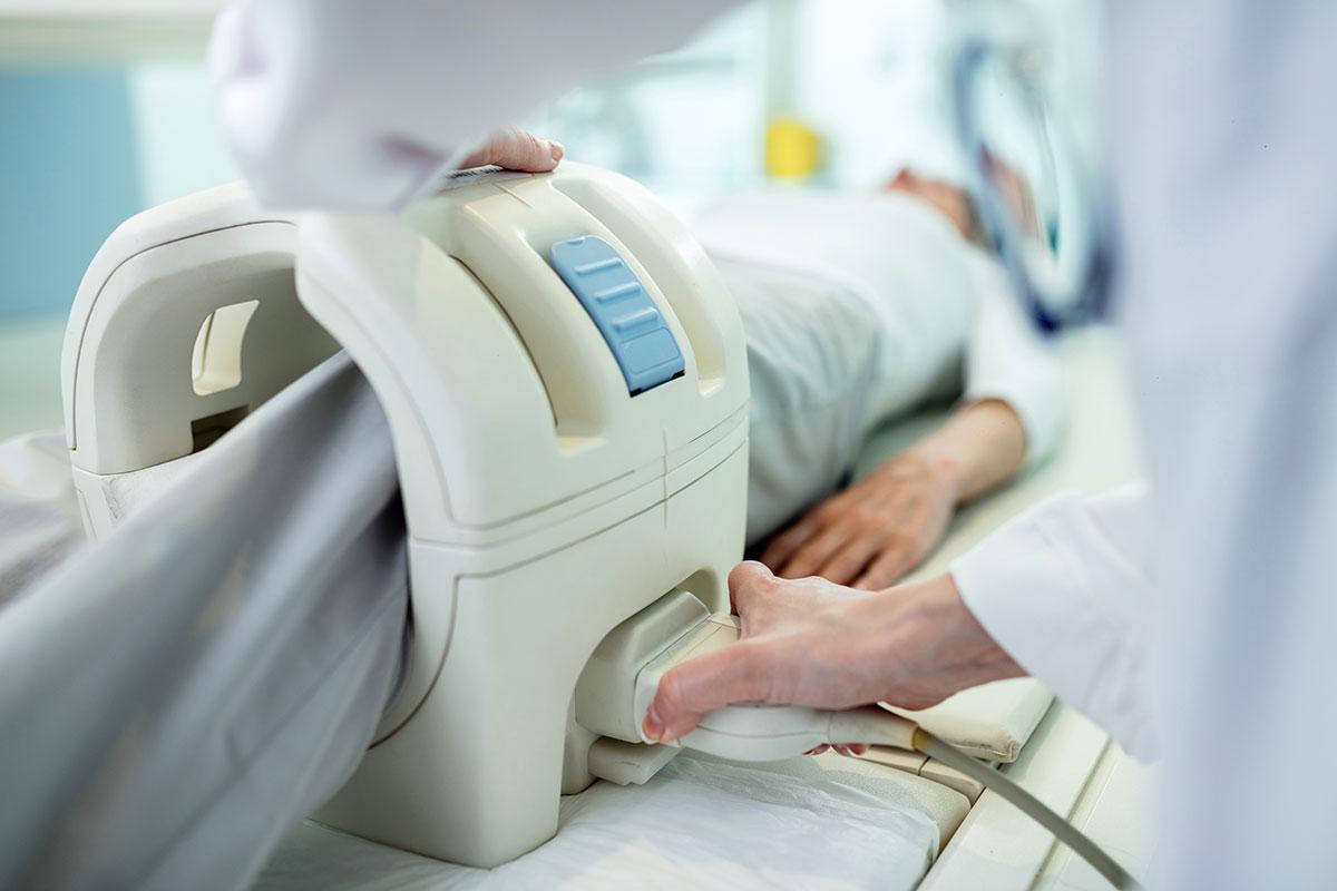 Radiologische Untersuchung eines Kniegelenks